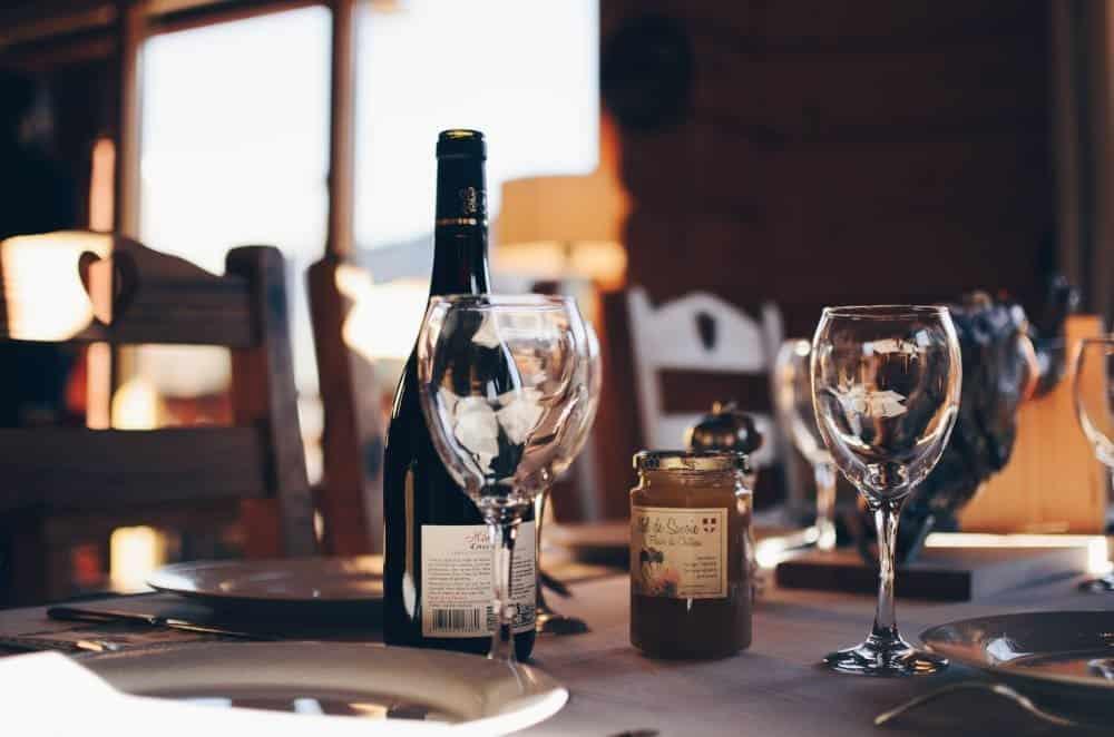 Pahare de vin si sticla